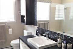 salle-de-bain-mosaïque-comptoir-peinture-1