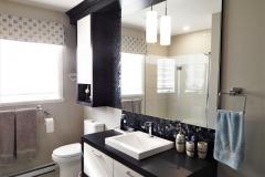 salle-de-bain-mosaïque-comptoir-peinture