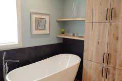 salle-de-bain-céramique-douche-peinture