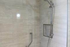 Salle-de-bain-Douche-ceramique-niche